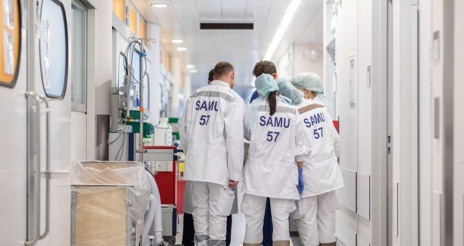 Une équipe du Samu de la Moselle, particulièrement touchée par l'épidémie de Covid-19